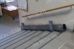 Пандус двойного сложения рекомендован к установке в местах, где на стене есть какие-либо препятствия для фиксации его в стандартном откинутом положении.