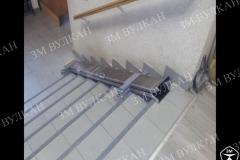 Алюминиевый откидной пандус может быть установлен как в стену так и в ступени. На фото представлен в комплектации двойного сложения в сложенном положении.