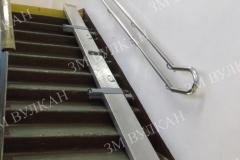 Откидной пандус из алюминия с рифлёной поверхностью двойного сложения