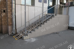 Пример установки откидного пандуса на лестничном пролете.