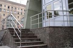 Лестничные ограждения из нержавеющей стали. Входная группа ТЦ Наутилус