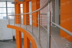 Ограждения на стойках с одним поручнем и вертикальным заполнением.