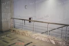 Перила с установкой на лестничной площадке. горизонтальное заполнение.