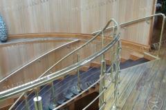 Ограждение лестницы из латуни. Ресторан Чайка
