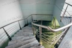 Ограждение лестницы с декоративными стойками. Нержавеющая сталь