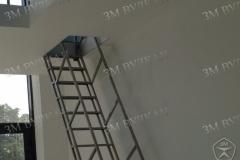Металлическая черновая лестница