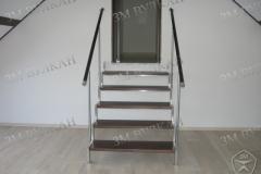 Нержавеющая лестница с деревянными ступенями под заказ.