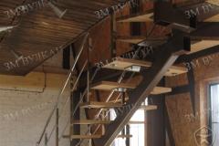 Лестница на металлическом каркасе. В частный дом.