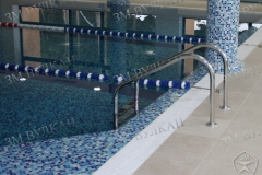 Лестница для спуска в бассейн. Нержавеющая сталь.