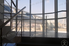 Комплекс работ по изготовлению и установке внутренних ограждений окна и лестницы.