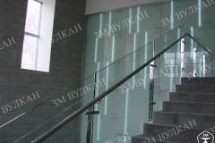 Композитные ограждения из стекла и нержавеющей стали всегда выглядят стильно и дорого, на данном объекте выполнены работы в комплекте с декоративной стеклянной стеной.