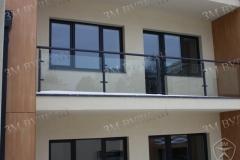 Наружное ограждение балкона из стекла и стали