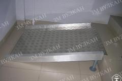 Пандус приставной с регулируемыми по высоте ножками может быть использован для перепадов высоты от  5 до 20 см