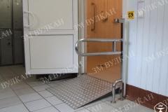 Перепад высоты в дверных проемах является серьезной проблемой для передвижения людей на инвалидной коляске, данную проблему поможет решить переносной пандус.