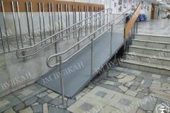 При установке пандуса на лестницу необходимо учитывать, чтобы ширина оставшегося лестничного проема была не менее 1350мм. Данное условие обусловлено пожарными нормами.