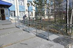 Наши работы можно увидеть во всех городах России, этот комплекс металлических пандусов и ограждений из нержавеющей стали по индивидуальному проекту изготовлен и установлен в г. Ноябрьск.