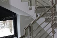 Металлические ограждения лестниц из полированной стали