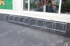 Настенное исполнение парковки для велосипедов рассчитанное на 10 мест, Изготовлена и смонтирована для веломагазина вблизи м. Автозаводская.