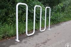 Велостоянка «Волна» сделана по принципу п-образных парковок, при небольших габаритах позволяет разместить от 3 до 5 велосипедов.