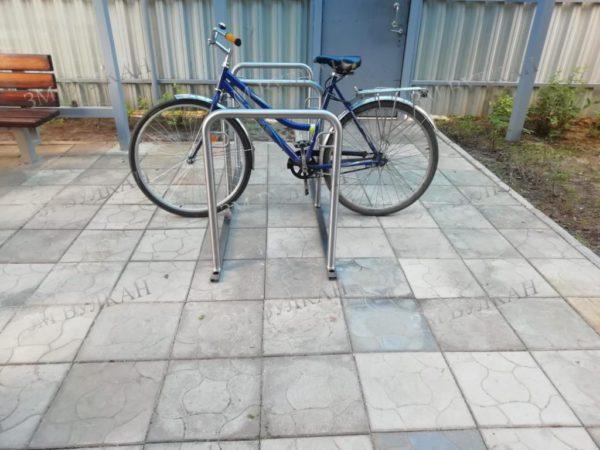 Парковка для велосипеда з-х местная. Переносная или с установкой в основание