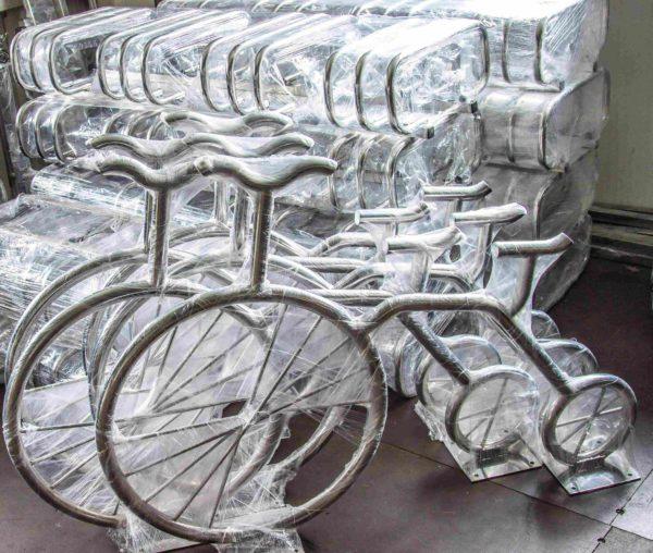 Велопарковки в форме велосипеда из нержавеющей стали со склада