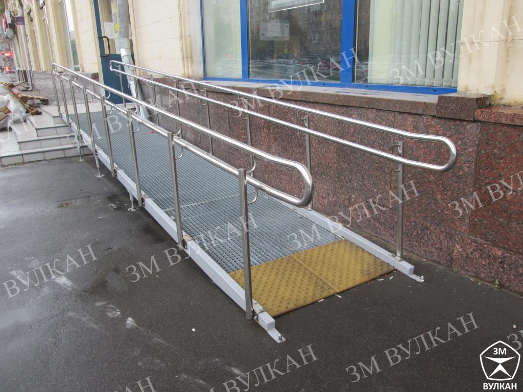 IMG 7208 - Изготовление и монтаж стационарного металлического пандуса для ПАО «БАНК УРАЛСИБ