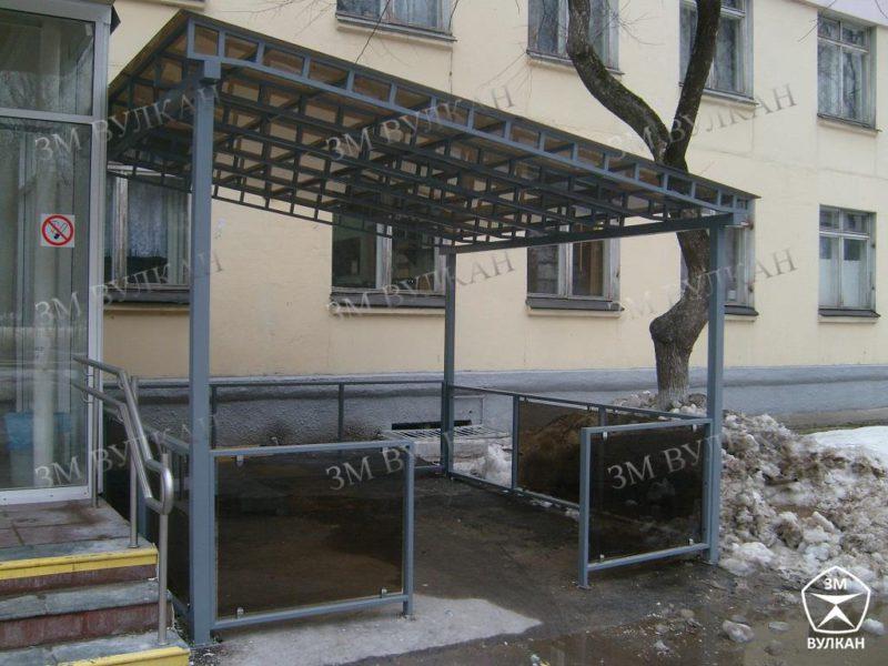 Pavilon naves svetoprozrachnyj bez primykaniya k fasadu 800x600 - Павильоны для курения под заказ из прочных и надежных материалов